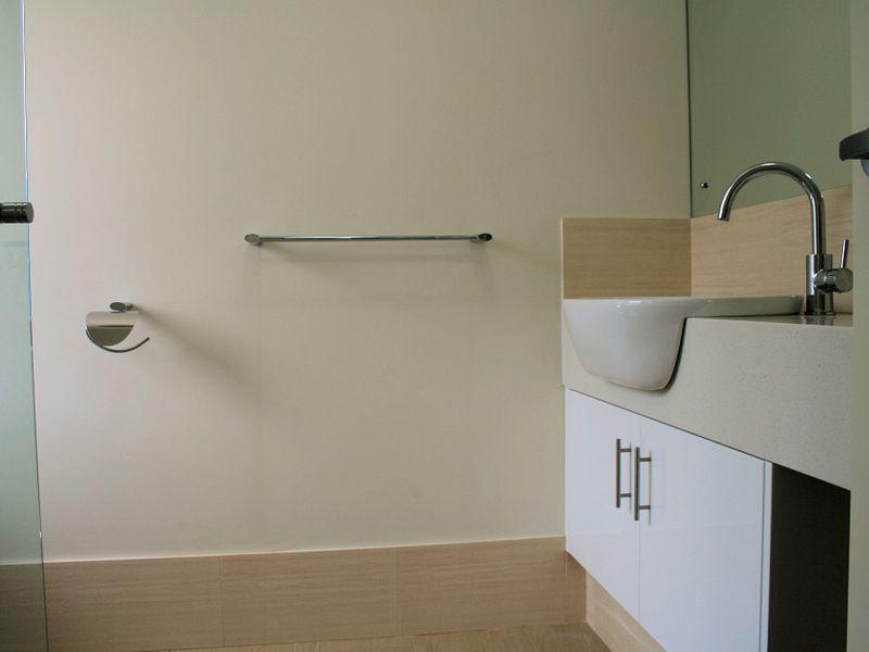 https://propertyphotos.vaultre.com.au/835/758573__reaimport-1568683687-347281-28956.jpg