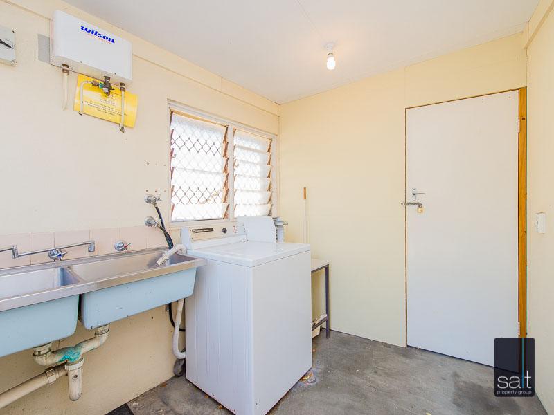 https://propertyphotos.vaultre.com.au/835/758618__reaimport-1568683701-347284-28959.jpg