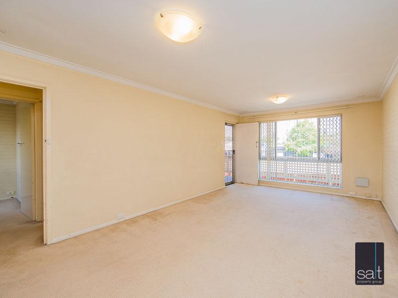https://propertyphotos.vaultre.com.au/835/758619__reaimport-1568683701-347284-28959.jpg