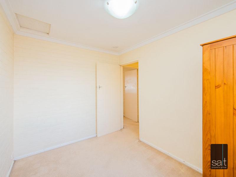 https://propertyphotos.vaultre.com.au/835/758624__reaimport-1568683702-347284-28959.jpg