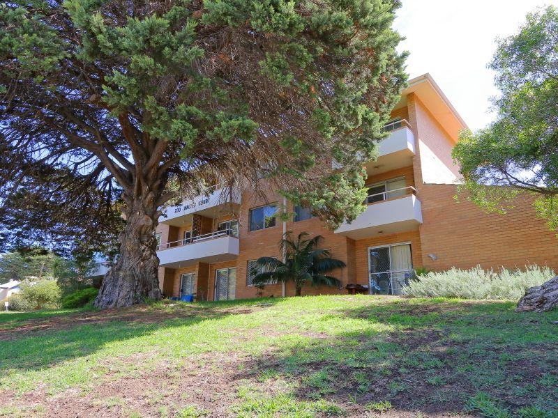 https://propertyphotos.vaultre.com.au/835/758967__reaimport-1568683826-347306-28979.jpg
