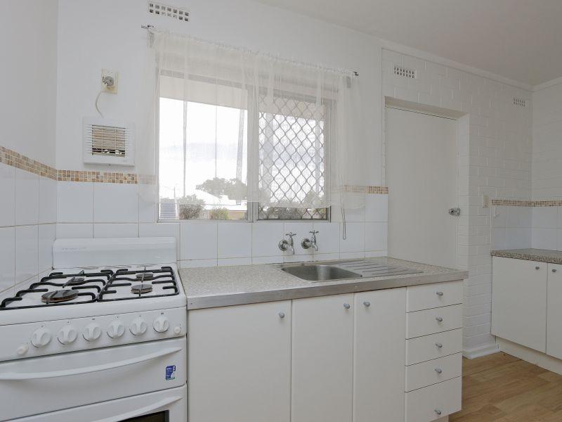https://propertyphotos.vaultre.com.au/835/758969__reaimport-1568683827-347306-28979.jpg