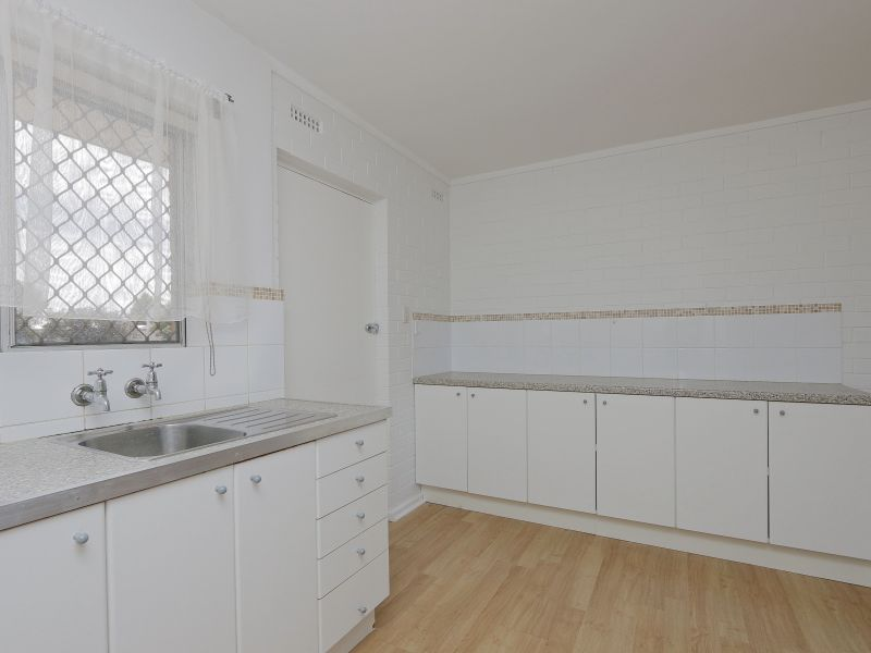 https://propertyphotos.vaultre.com.au/835/758970__reaimport-1568683827-347306-28979.jpg