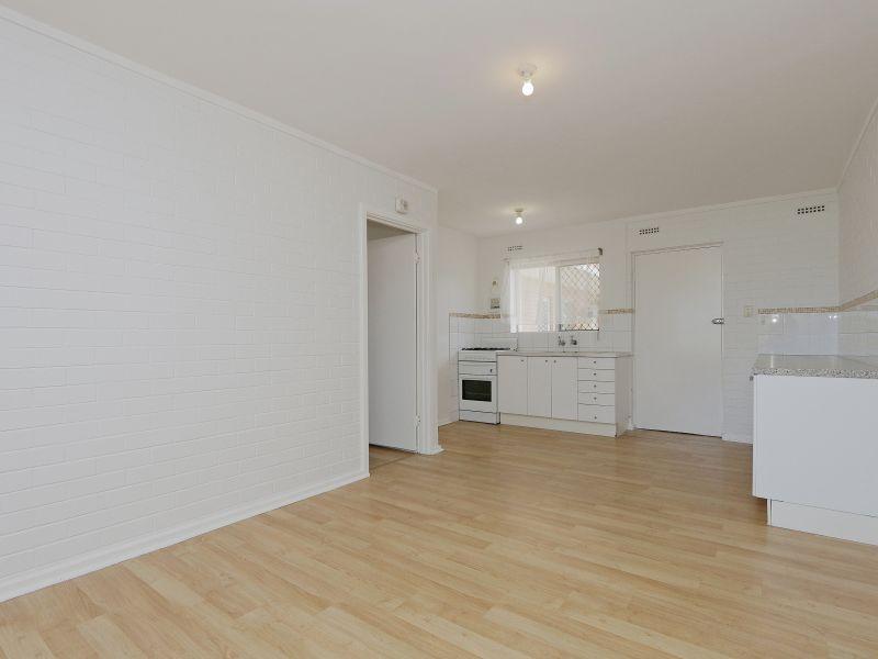 https://propertyphotos.vaultre.com.au/835/758973__reaimport-1568683828-347306-28979.jpg