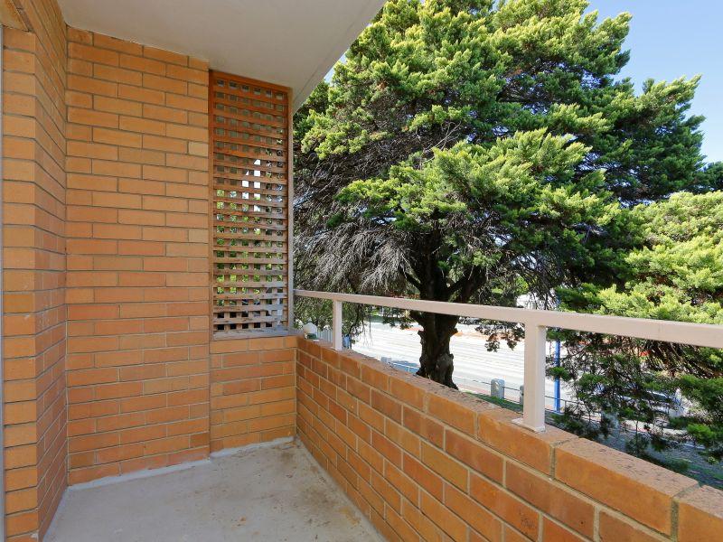 https://propertyphotos.vaultre.com.au/835/758983__reaimport-1568683831-347306-28979.jpg