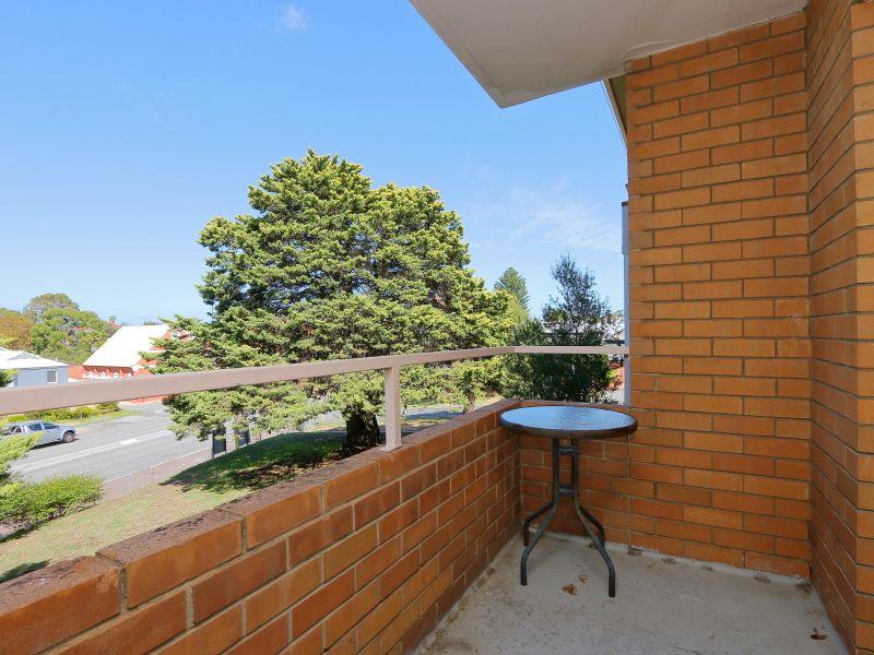 https://propertyphotos.vaultre.com.au/835/758984__reaimport-1568683831-347306-28979.jpg
