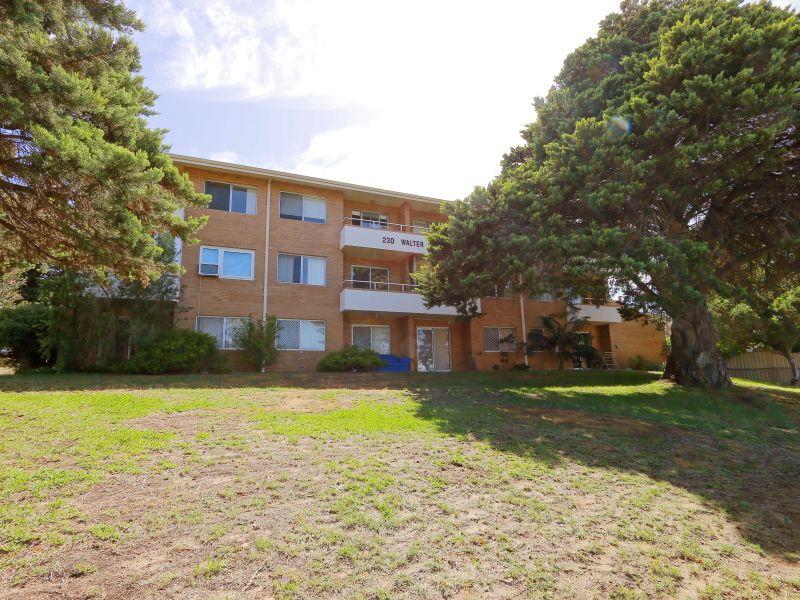 https://propertyphotos.vaultre.com.au/835/758986__reaimport-1568683832-347306-28979.jpg