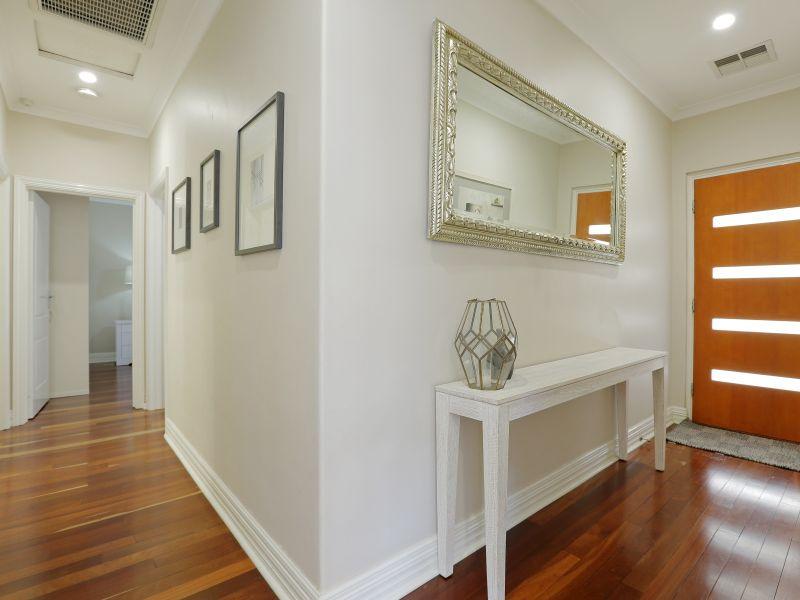 https://propertyphotos.vaultre.com.au/835/758992__reaimport-1568683834-347307-28980.jpg