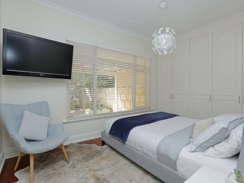 https://propertyphotos.vaultre.com.au/835/758996__reaimport-1568683835-347307-28980.jpg