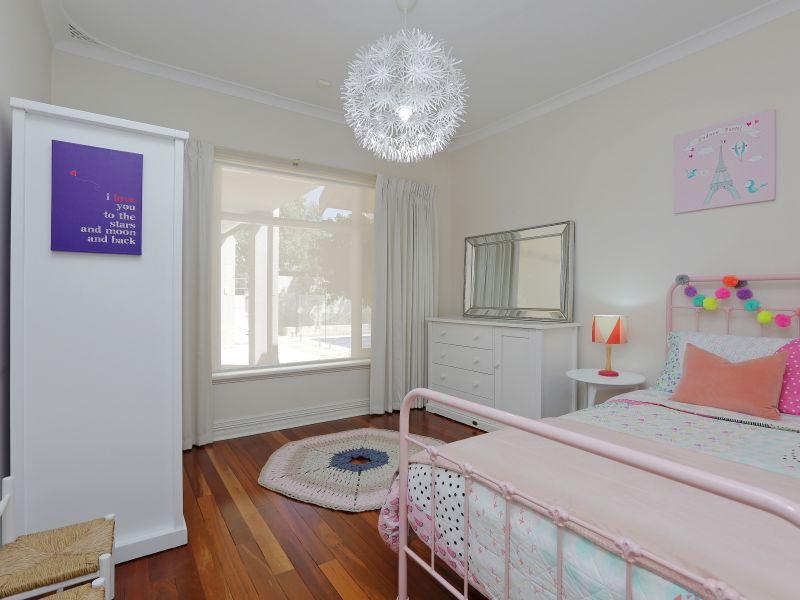 https://propertyphotos.vaultre.com.au/835/758998__reaimport-1568683835-347307-28980.jpg