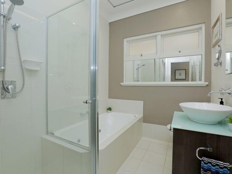 https://propertyphotos.vaultre.com.au/835/759000__reaimport-1568683836-347307-28980.jpg