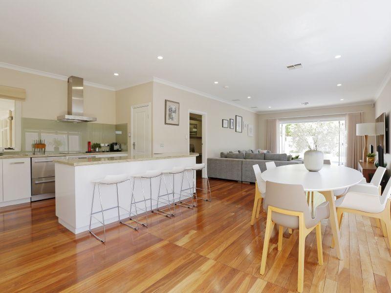 https://propertyphotos.vaultre.com.au/835/759003__reaimport-1568683837-347307-28980.jpg