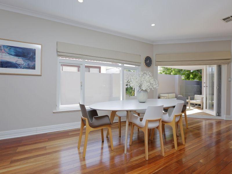 https://propertyphotos.vaultre.com.au/835/759005__reaimport-1568683838-347307-28980.jpg
