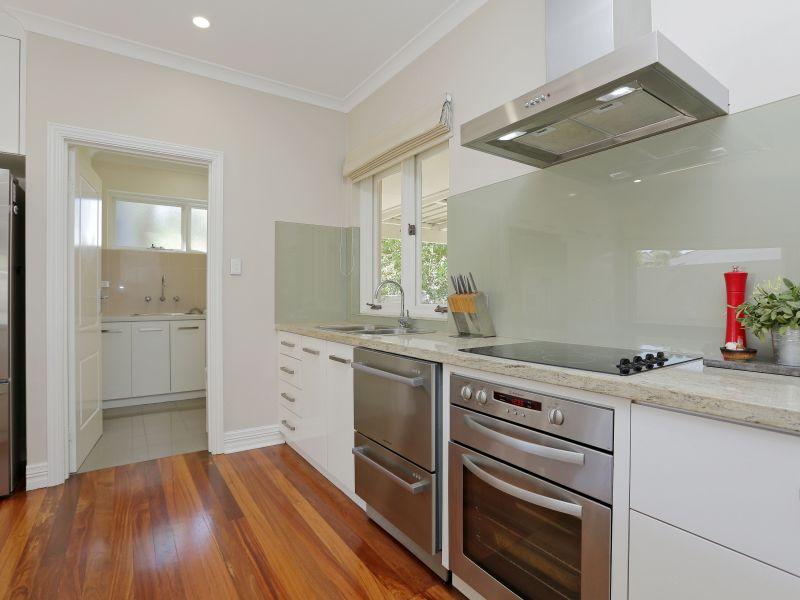 https://propertyphotos.vaultre.com.au/835/759008__reaimport-1568683839-347307-28980.jpg