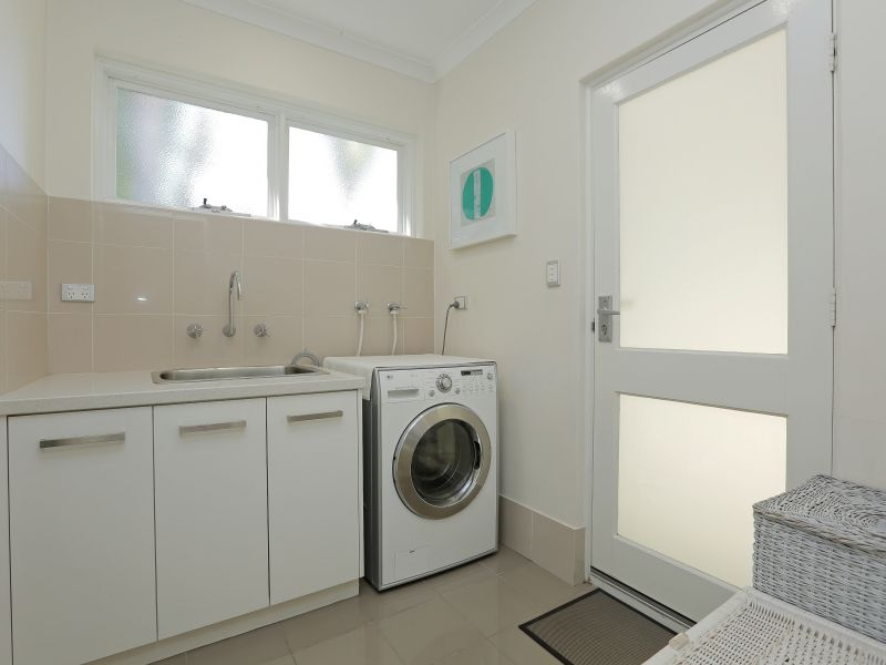 https://propertyphotos.vaultre.com.au/835/759013__reaimport-1568683840-347307-28980.jpg