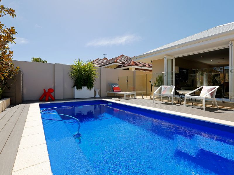 https://propertyphotos.vaultre.com.au/835/759017__reaimport-1568683841-347307-28980.jpg