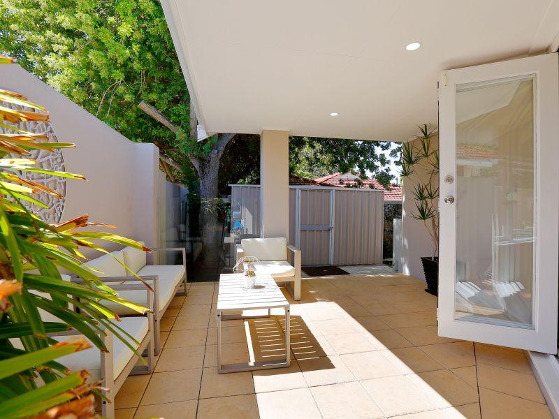 https://propertyphotos.vaultre.com.au/835/759018__reaimport-1568683842-347307-28980.jpg
