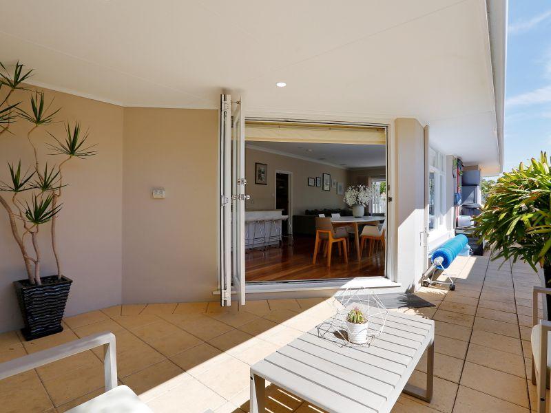 https://propertyphotos.vaultre.com.au/835/759019__reaimport-1568683842-347307-28980.jpg