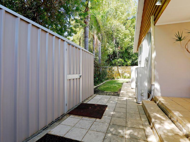 https://propertyphotos.vaultre.com.au/835/759020__reaimport-1568683843-347307-28980.jpg
