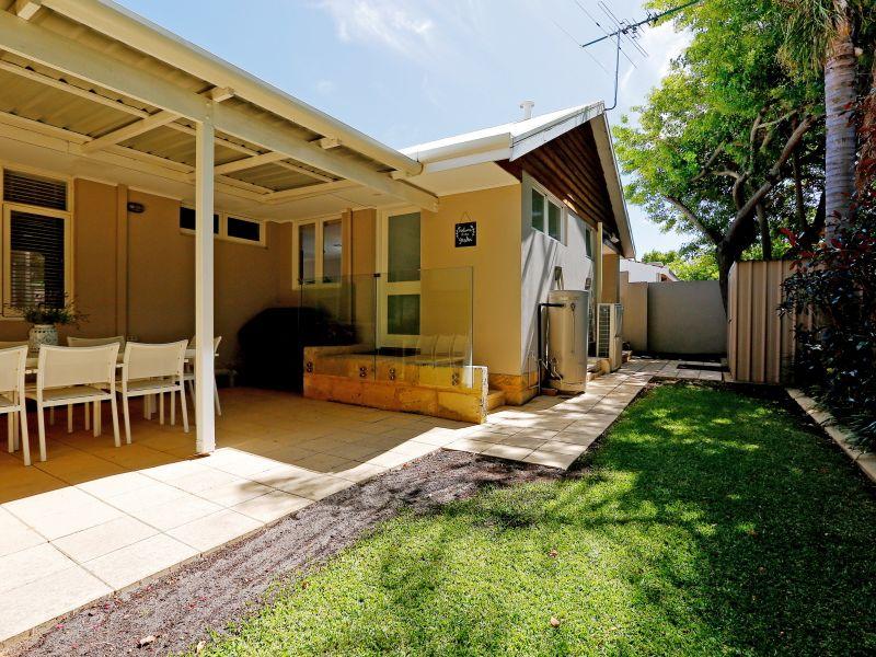 https://propertyphotos.vaultre.com.au/835/759021__reaimport-1568683843-347307-28980.jpg