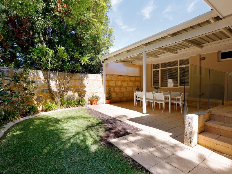 https://propertyphotos.vaultre.com.au/835/759022__reaimport-1568683843-347307-28980.jpg