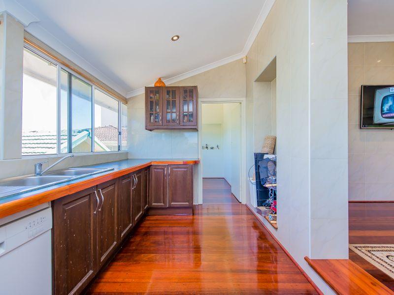 https://propertyphotos.vaultre.com.au/835/759258__reaimport-1568683928-347320-28993.jpg