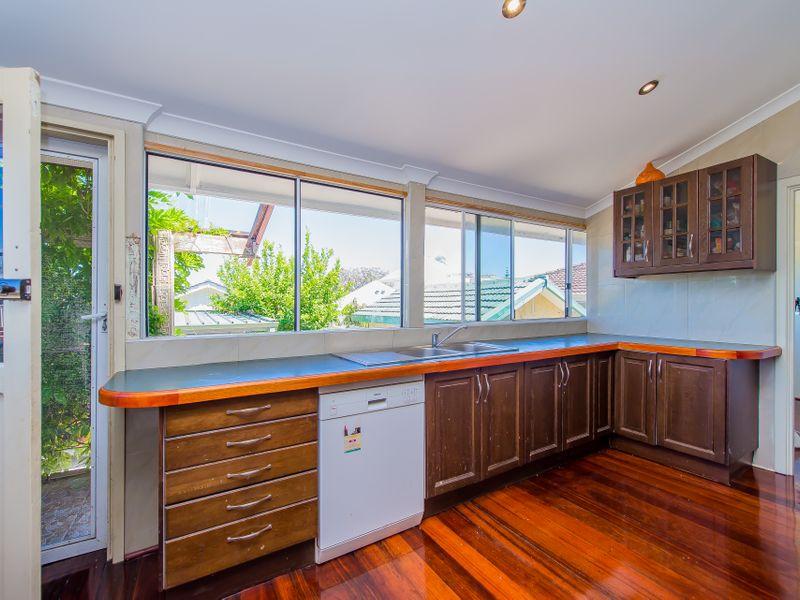 https://propertyphotos.vaultre.com.au/835/759259__reaimport-1568683929-347320-28993.jpg