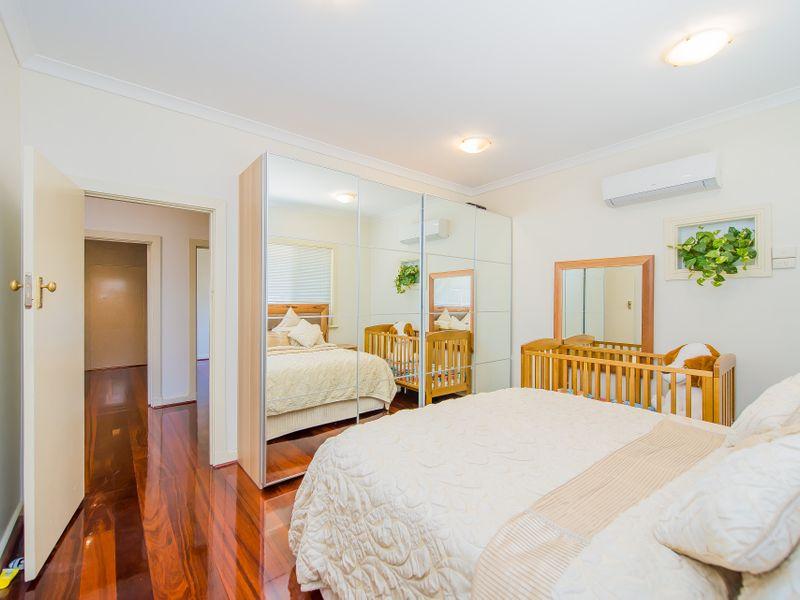 https://propertyphotos.vaultre.com.au/835/759261__reaimport-1568683930-347320-28993.jpg