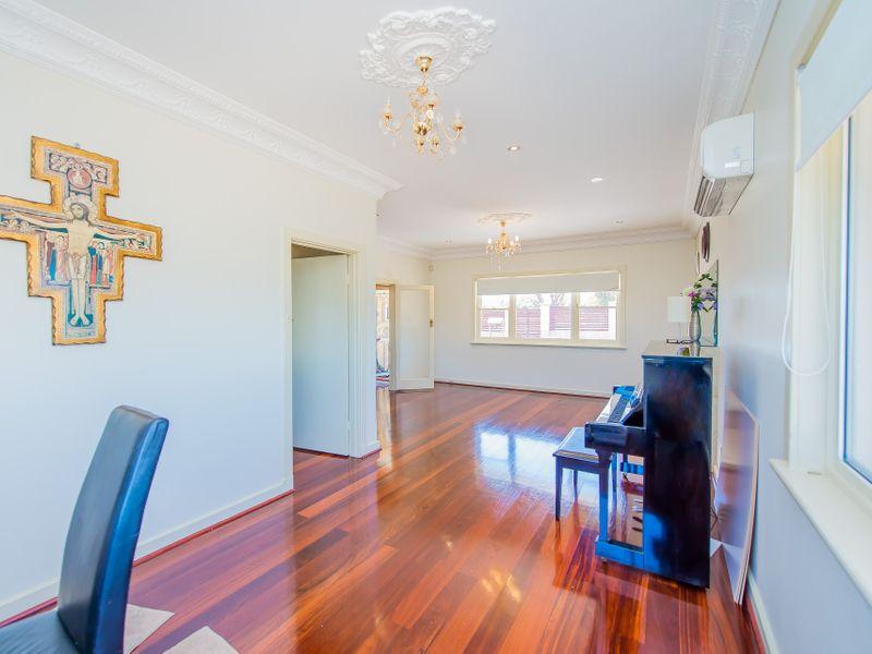 https://propertyphotos.vaultre.com.au/835/759264__reaimport-1568683931-347320-28993.jpg