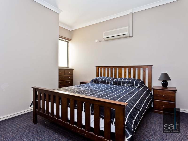 https://propertyphotos.vaultre.com.au/835/759575__reaimport-1568684040-347346-29019.jpg