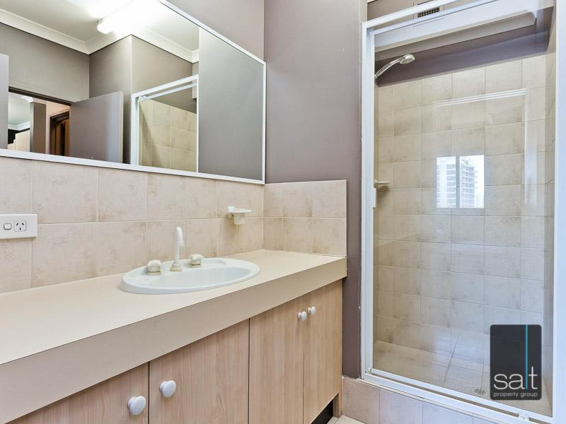 https://propertyphotos.vaultre.com.au/835/759577__reaimport-1568684041-347346-29019.jpg