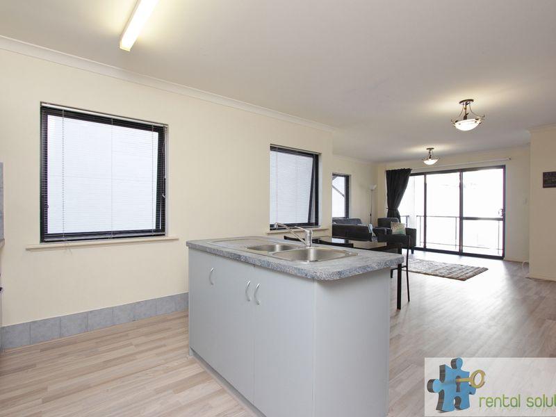 https://propertyphotos.vaultre.com.au/835/759681__reaimport-1568684086-347355-29027.jpg