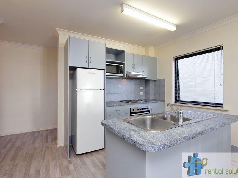 https://propertyphotos.vaultre.com.au/835/759682__reaimport-1568684086-347355-29027.jpg