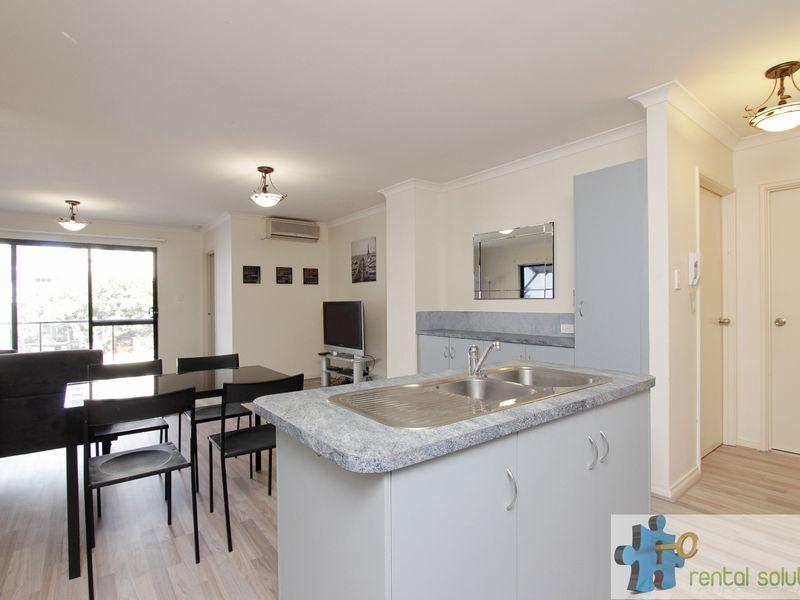 https://propertyphotos.vaultre.com.au/835/759683__reaimport-1568684087-347355-29027.jpg