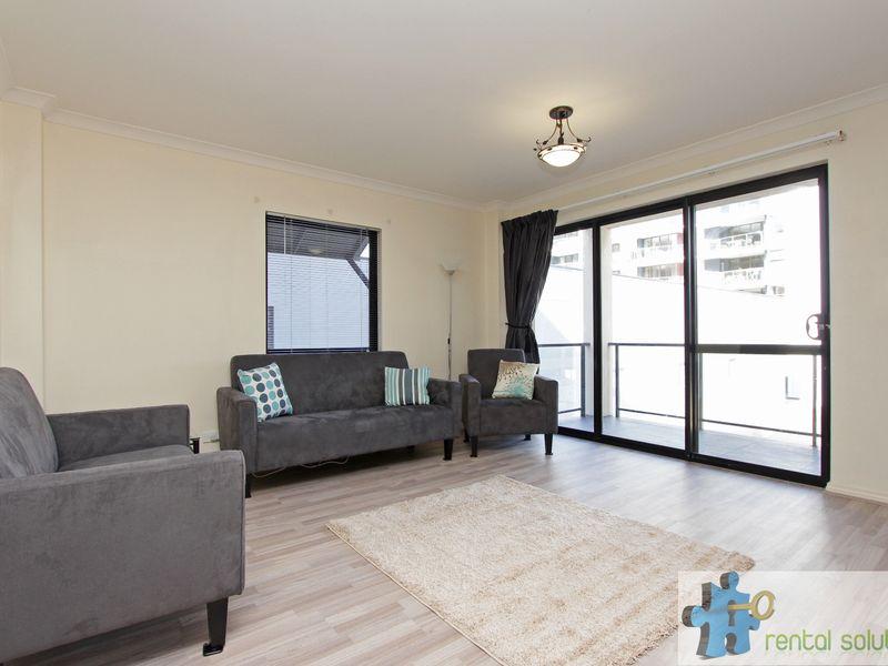https://propertyphotos.vaultre.com.au/835/759685__reaimport-1568684088-347355-29027.jpg