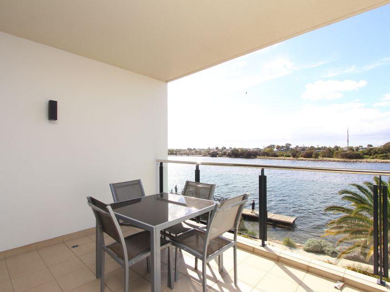 https://propertyphotos.vaultre.com.au/835/759698__reaimport-1568684095-347356-29028.jpg