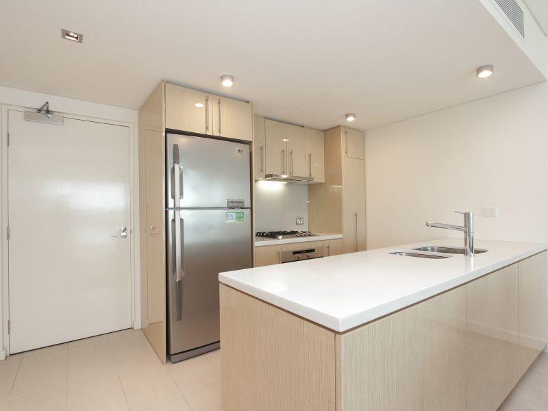 https://propertyphotos.vaultre.com.au/835/759703__reaimport-1568684097-347356-29028.jpg