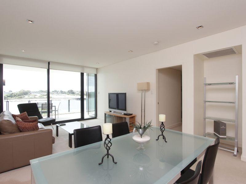 https://propertyphotos.vaultre.com.au/835/759705__reaimport-1568684097-347356-29028.jpg