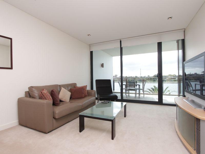 https://propertyphotos.vaultre.com.au/835/759708__reaimport-1568684099-347356-29028.jpg