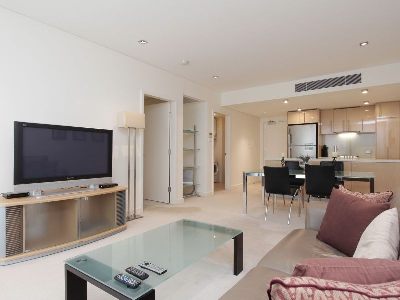https://propertyphotos.vaultre.com.au/835/759710__reaimport-1568684099-347356-29028.jpg