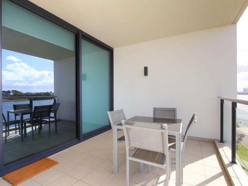 https://propertyphotos.vaultre.com.au/835/759716__reaimport-1568684101-347356-29028.jpg