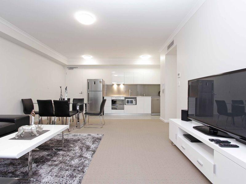 https://propertyphotos.vaultre.com.au/835/759881__reaimport-1568684159-347364-29036.jpg