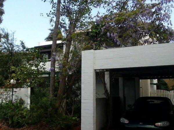 https://propertyphotos.vaultre.com.au/835/759898__reaimport-1568684166-347366-29037.jpg