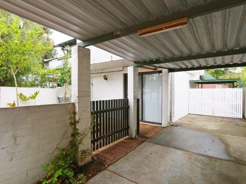 https://propertyphotos.vaultre.com.au/835/759909__reaimport-1568684169-347366-29037.jpg