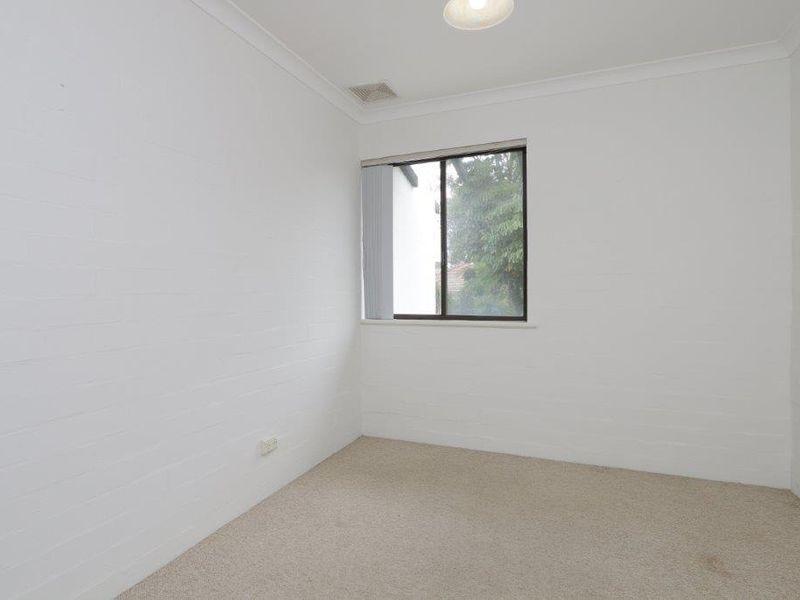 https://propertyphotos.vaultre.com.au/835/759910__reaimport-1568684170-347366-29037.jpg