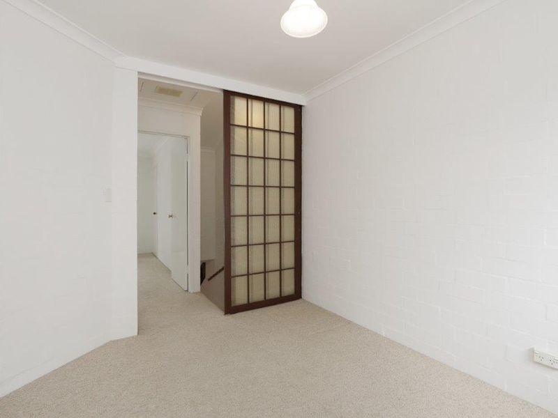 https://propertyphotos.vaultre.com.au/835/759911__reaimport-1568684170-347366-29037.jpg