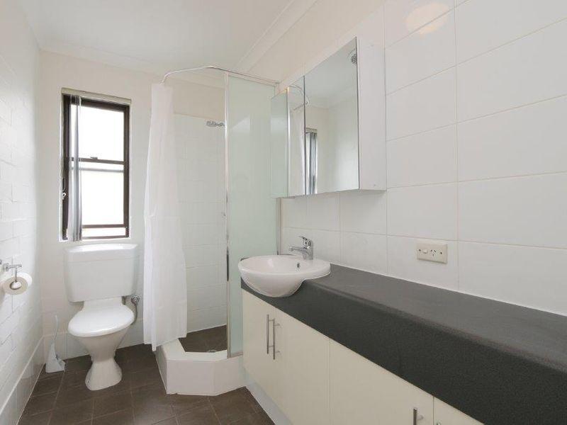 https://propertyphotos.vaultre.com.au/835/759913__reaimport-1568684171-347366-29037.jpg