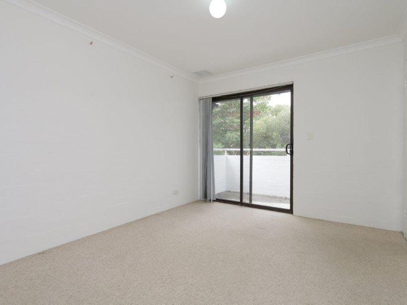 https://propertyphotos.vaultre.com.au/835/759914__reaimport-1568684171-347366-29037.jpg