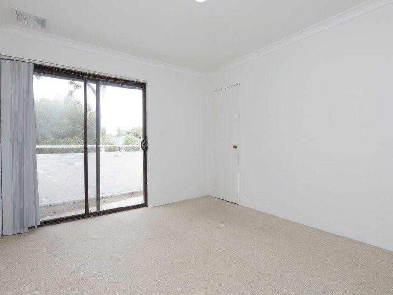 https://propertyphotos.vaultre.com.au/835/759915__reaimport-1568684171-347366-29037.jpg
