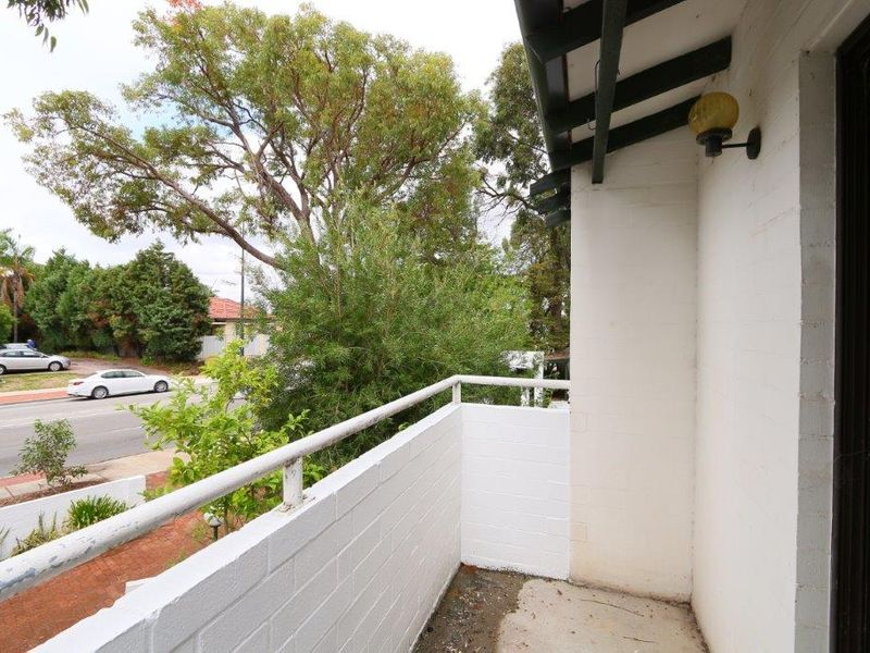 https://propertyphotos.vaultre.com.au/835/759918__reaimport-1568684172-347366-29037.jpg